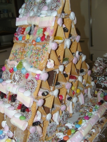 Tsagra: Kekskartenhaus Für Die Adventszeit