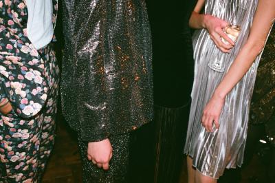 https://www.pexels.com/de-de/foto/fashion-mode-menschen-stehen-3394237/