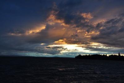 https://pixabay.com/de/photos/see-abendstimmung-wolken-nach-sturm-743422/
