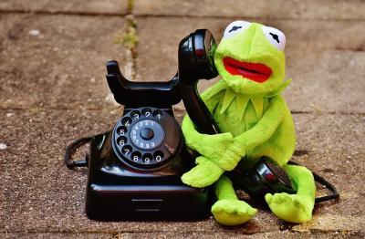 https://pixabay.com/de/photos/kermit-frosch-telefonieren-telefon-1664758/