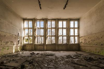 https://pixabay.com/de/photos/ruine-verfallen-verfall-verlassen-1563208