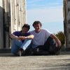 Das sind wir - auf diesem Bild allerdings auf Sardinien, genauer gesagt am Leuchtturm des Capo Figari