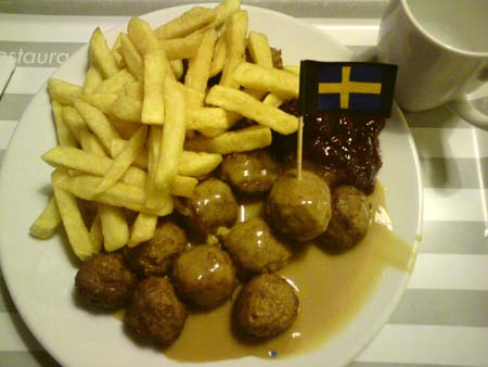 essen von oben k ttbullar mit pommes ikea halle leipzig. Black Bedroom Furniture Sets. Home Design Ideas